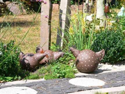 Hühner ... Blacky klein und groß! Größe bei Backy klein ca.: D= 18cm, 21cm hoch, 34cm lang Blacky groß ca.: D=23cm, 33cm hoch, 38cm lang