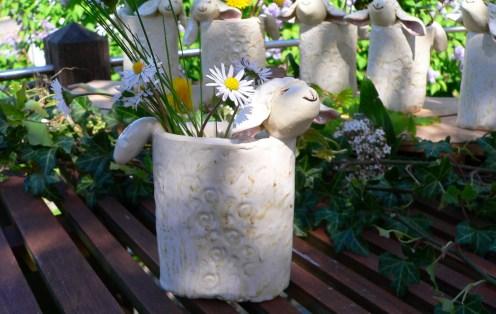 Fröhlich-freche Schafsvasen ...ca. 13-15 cm hoch